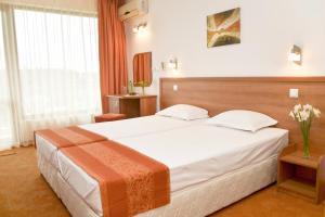 Family Hotel Vega, Отели  Святые Константин и Елена - big - 11