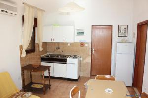 Apartment Niko A4, Apartmány  Pisak - big - 8