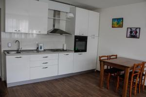 Cozy Apartment in Zemun, Apartments  Belgrade - big - 9