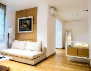 Floral Square Apartment