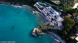 藍灣酒店 (Blue Bay)