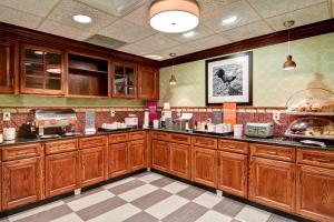 Hampton Inn & Suites Leesburg, Szállodák  Leesburg - big - 21
