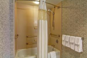 Hampton Inn & Suites Leesburg, Szállodák  Leesburg - big - 10