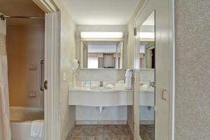 Hampton Inn & Suites Leesburg, Szállodák  Leesburg - big - 18