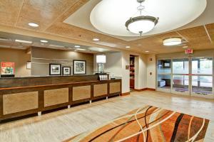 Hampton Inn & Suites Leesburg, Szállodák  Leesburg - big - 20