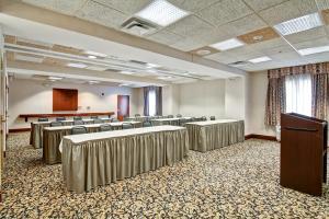 Hampton Inn & Suites Leesburg, Szállodák  Leesburg - big - 13