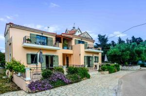 Maniata Holiday Apartments