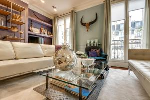 Luxury flat in front of the Eiffel Tower