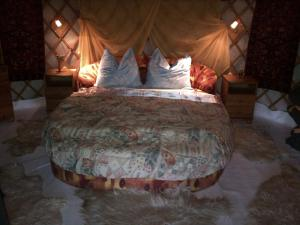 Almond Grove Yurt Hotel, Luxury tents  Ábrahámhegy - big - 24