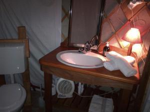 Almond Grove Yurt Hotel, Luxury tents  Ábrahámhegy - big - 25