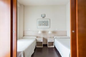 Residencia Universitaria Giner de Los Ríos, Hostels  Alcalá de Henares - big - 1