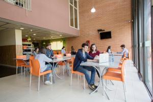 Residencia Universitaria Giner de Los Ríos, Хостелы  Алькала-де-Энарес - big - 30