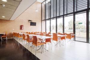 Residencia Universitaria Giner de Los Ríos, Хостелы  Алькала-де-Энарес - big - 28