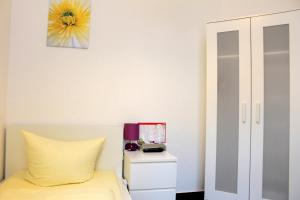 Little Single Room with Shared Bathroom