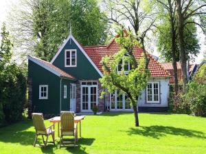 Holiday home Onder de Linden