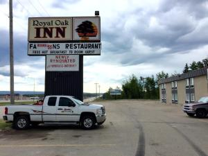 Royal Oak Inn, Hotels  Whitecourt - big - 1