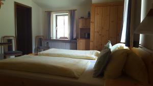 Landhaus Neubauer - Zimmer, Bed and Breakfasts  Millstatt - big - 31