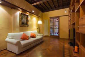 Classic Tuscan Apartment