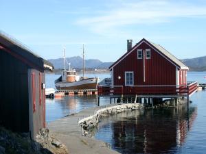 Håholmen Havstuer, Szállodák  Karvåg - big - 28