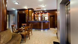Nadejda Hotel, Hotels  Sofia - big - 48