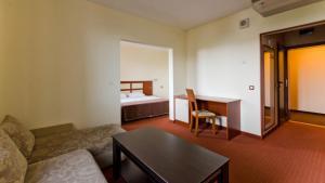 Nadejda Hotel, Hotels  Sofia - big - 39