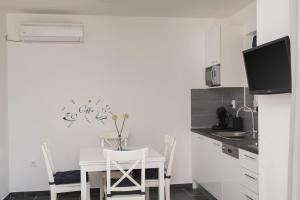 M.G Apartments, Apartmány  Brodarica - big - 11