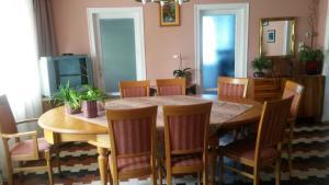 Pink Leander Apartman