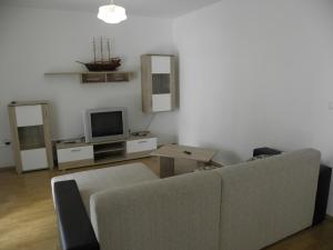 Apartment Slavica 2 IR7711, Апартаменты  Банёл - big - 10
