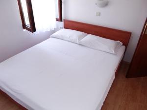 Apartment Ines 2 IR3006, Apartmány  Rab - big - 6