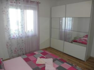 Apartment Slavica 1 IR7710, Appartamenti  Banjol - big - 6