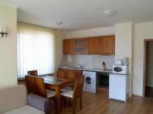 Cedar Lodge 3/4 Self-Catering Apartments, Apartments  Bansko - big - 33