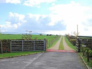 Hutter Hill Barn West
