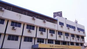 K & M International Business Hotel
