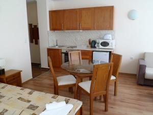 Cedar Lodge 3/4 Self-Catering Apartments, Apartments  Bansko - big - 48