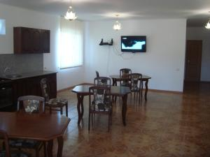 Guesthouse More Rossii, Affittacamere  Vityazevo - big - 13