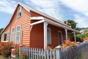 Akaroa French Historic Cottage (Circa 1860)