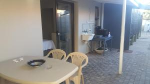 Bunkers Self Catering, Apartmány  East London - big - 16