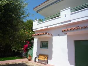 Villa service Casa Nirvino, Дома для отпуска  Калафелл - big - 4