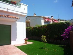 Villa service Casa Nirvino, Дома для отпуска  Калафелл - big - 2