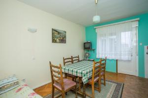 Apartments Pende 2878, Apartmány  Banjol - big - 27