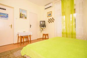 Apartments Pende 2878, Apartmány  Banjol - big - 25