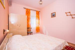 Apartments Pende 2878, Apartmány  Banjol - big - 24