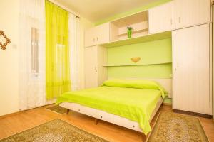 Apartments Pende 2878, Apartmány  Banjol - big - 22