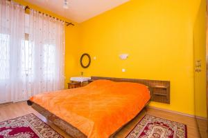Apartments Pende 2878, Apartmány  Banjol - big - 17