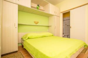 Apartments Pende 2878, Apartmány  Banjol - big - 15