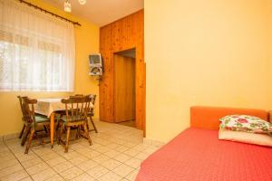 Apartments Pende 2878, Apartmány  Banjol - big - 7