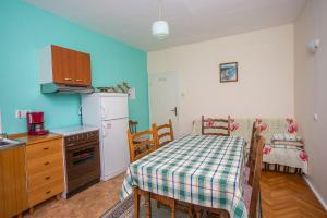 Apartments Pende 2878, Apartmány  Banjol - big - 2