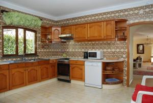 Villa Boutique Rentals - Algarve, Villen  Almancil - big - 34