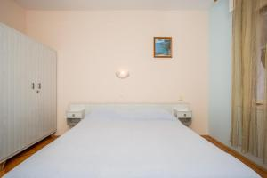 Apartments Pende 2878, Apartmány  Banjol - big - 31