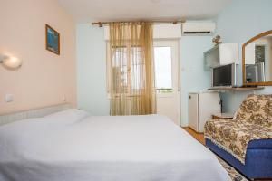 Apartments Pende 2878, Apartmány  Banjol - big - 34